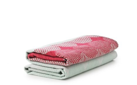602432_Ekko_Throw_Blanket_RaspberryMint_2