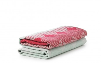602432_Ekko_Throw_Blanket_RaspberryMint_2